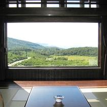 *【客室一例】大きくとられた窓から、美しい風景をお楽しみ頂けます!