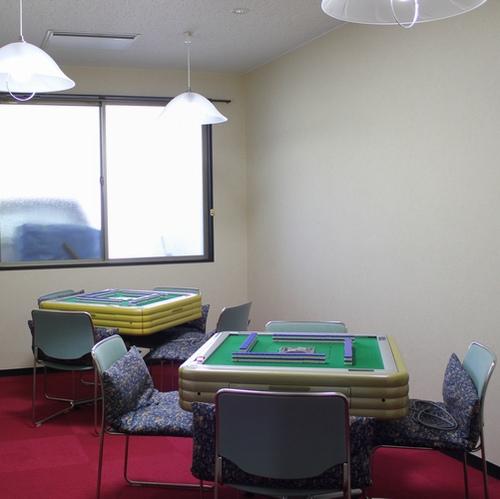 【マージャンルーム】営業時間は午後2:00〜午後11:30までです。1卓3,000円です
