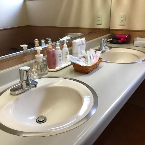 【洗面台】 和室全室に洗面台を設置しています。洋室はユニットタイプの洗面台になります