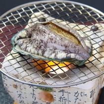 ◇オプション料理◇アワビの踊り焼き、2,500円。ご宿泊日の3日前までにご予約下さい。