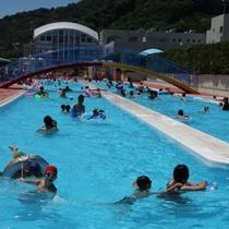 【湯河原海浜公園】流れるプール、25mプール、子供プールがあり、海釣りも楽しめます。