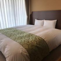 【和洋室の寝心地抜群!シモンズベッド】ワイドなサイズでゆっくりとお休みいただけます