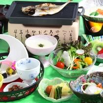 【朝食】地産地消に拘ったメニューをご用意、特に豆乳鍋は絶品です。