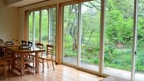 *お食事は2012年に改装した木造洋風の食堂にてご用意します