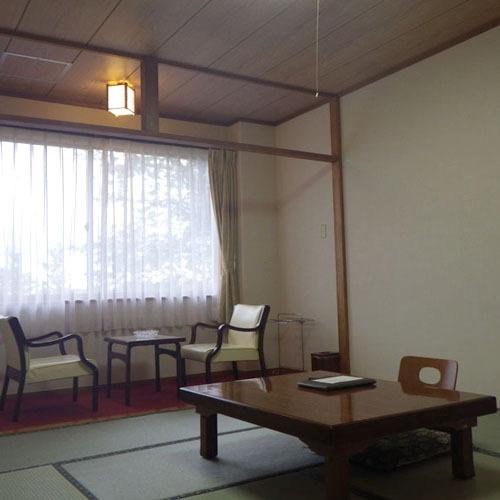 *客室一例/落ち着いたお部屋でのんびりと。足を伸ばしてごろり。