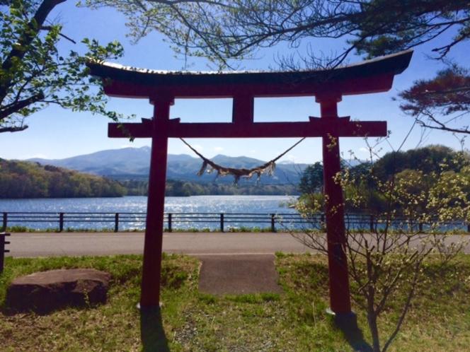 千貫石神社/千貫石堤畔にあります