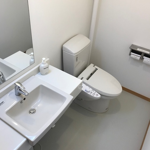 客室トイレ/快適にお使い頂けるよう清潔さを保っています。