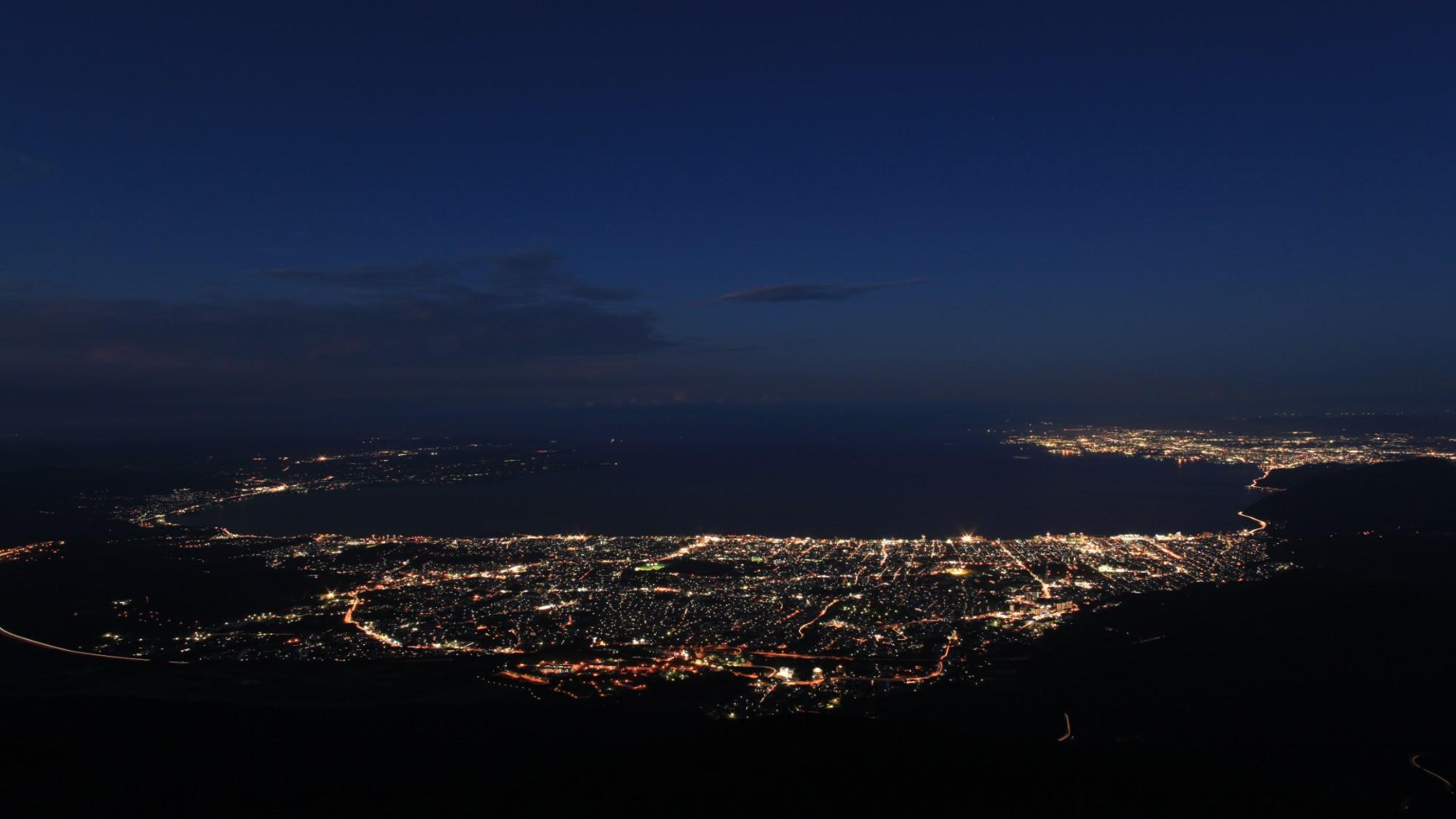 別府湾・夜景|夜になると美しい夜景を繰り広げる別府湾。