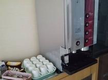 朝食コーヒーマシーンです。4種類の味から選べます。