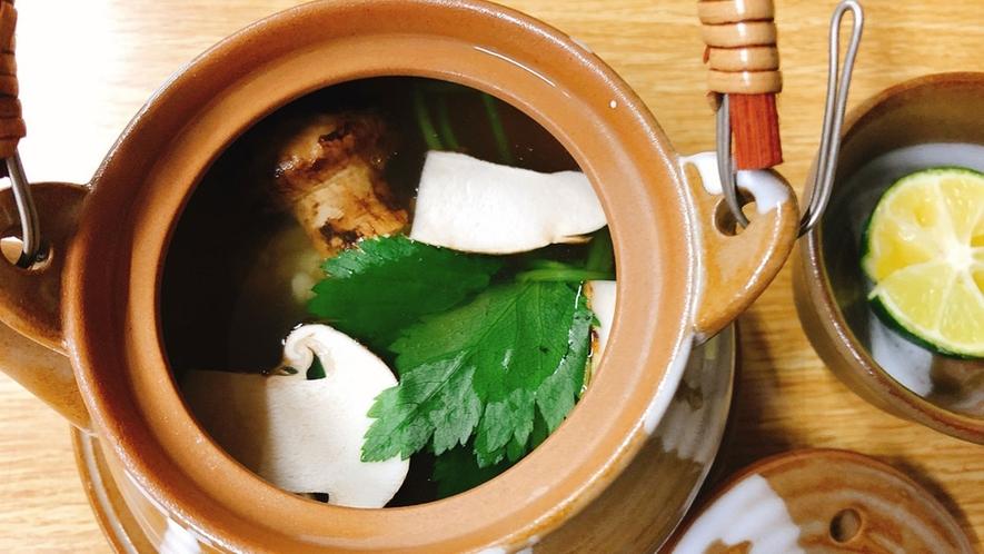 *【夕食一例】土瓶蒸し。季節に合わせ、一品一品丁寧に御作りします。