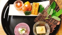 *【夕食一例】前菜。季節に合わせ、一品一品丁寧に御作りします。