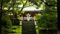 *≪本堂石段≫自然と調和し厳粛な雰囲気の中で静かに参拝ができます。