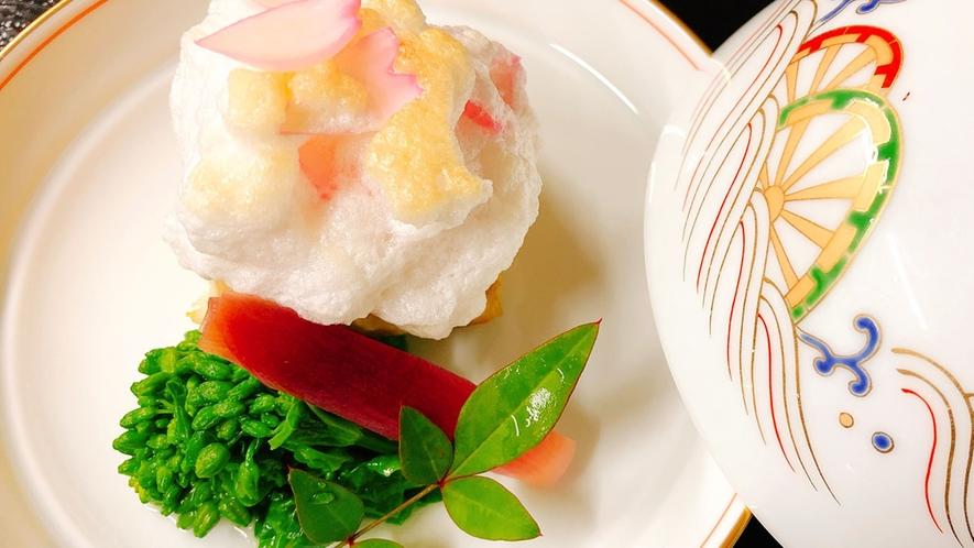 *【お料理の一例】季節の彩を感じられる八寸や吸物をはじめ、細部の盛り付けにもこだわった懐石料理です