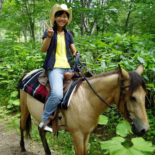 馬に乗って森を散策!気持ちよさそうですね〜