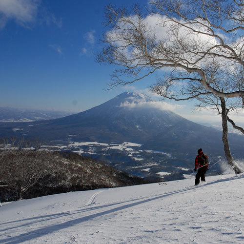 羊蹄山を望むスキー場