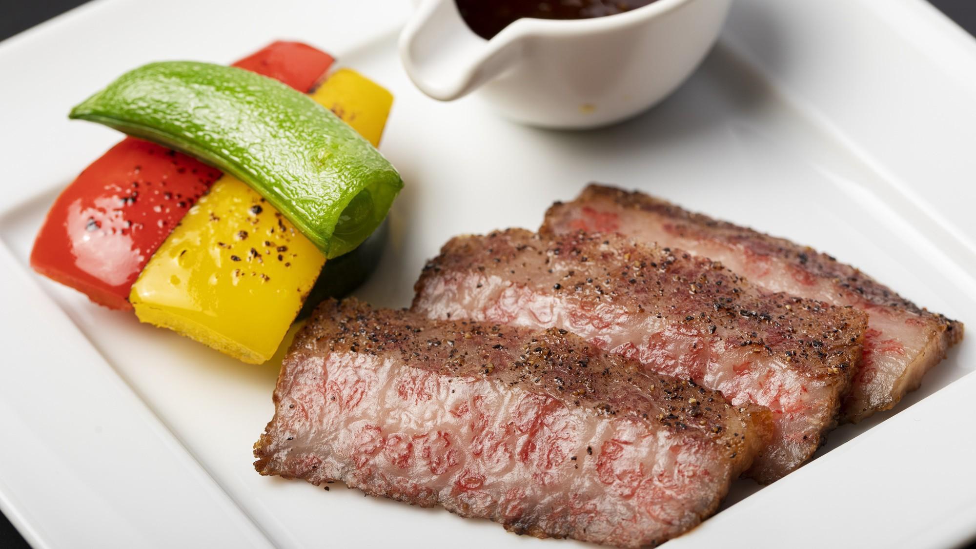 「A5愛鷹牛ステーキ」地元の黒毛和牛を使ったステーキは絶品!※写真は一例