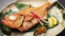 「金目鯛姿塩焼き」伊豆の素材の味をご堪能ください※写真は一例