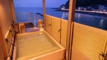 【露天風呂付き和室】全室海向き♪海を眺め、汐風を感じながらプライベートな湯浴みをお楽しみ頂けます。