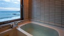 【掘り炬燵付き和室】客室のお風呂からも海を感じて頂けます。