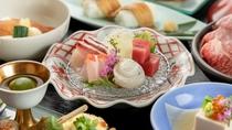 伊豆の新鮮な海の幸をふんだんに盛り込んだ「伊豆の四季会席」は当館の看板会席です!※写真は一例