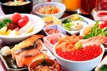 【朝食】旬の焼魚や天麩羅、厚焼き玉子など和食も充実!和洋40種類の朝食バイキング。