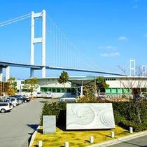 大橋のたもとに位置するサンライズ糸山