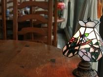 レストランテーブルのステンドグラス