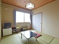 【お部屋】テレビ、冷蔵庫完備。