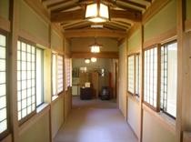 浴室棟と食堂棟をつなぐ渡り廊下