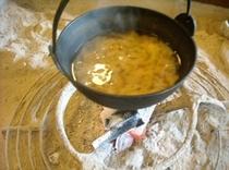 「いろり」で「お味噌汁」