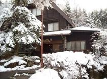雪の合掌苑(25年12月22日撮影)
