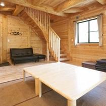 *【客室例】木の温もりが感じられるコテージ…喧騒を離れて、のんびりお寛ぎ下さい。