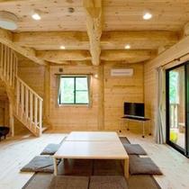 *【客室例】広々とした室内。木の温もりを感じながら、ごゆっくりお寛ぎ下さい。