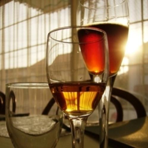 夕焼けに佇むワイングラス