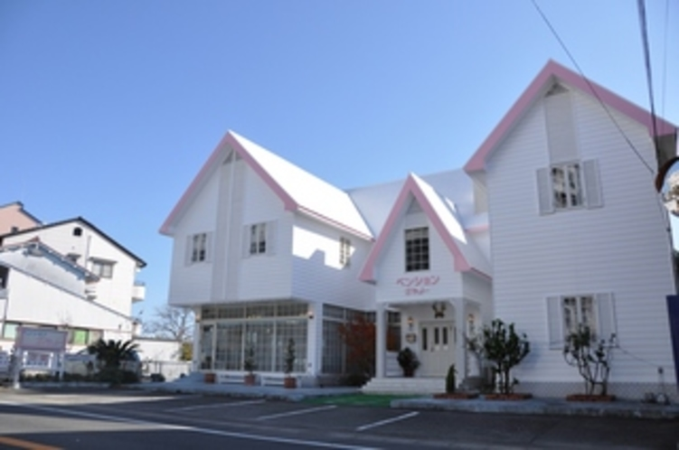 白を基調としたアットホームなリゾートペンション♪)