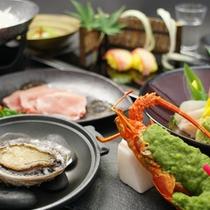 伊豆の2大味覚、伊勢海老とアワビをお楽しみいただける懐石コースです。