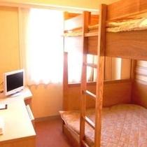 【2段ベッドルーム】ベッドサイズ103×195(cm)