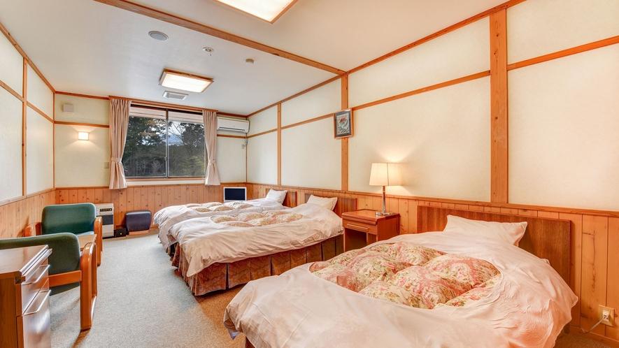 **洋室トリプル(一例)ふかふかで寝心地のいいベッドで疲れを癒してください♪