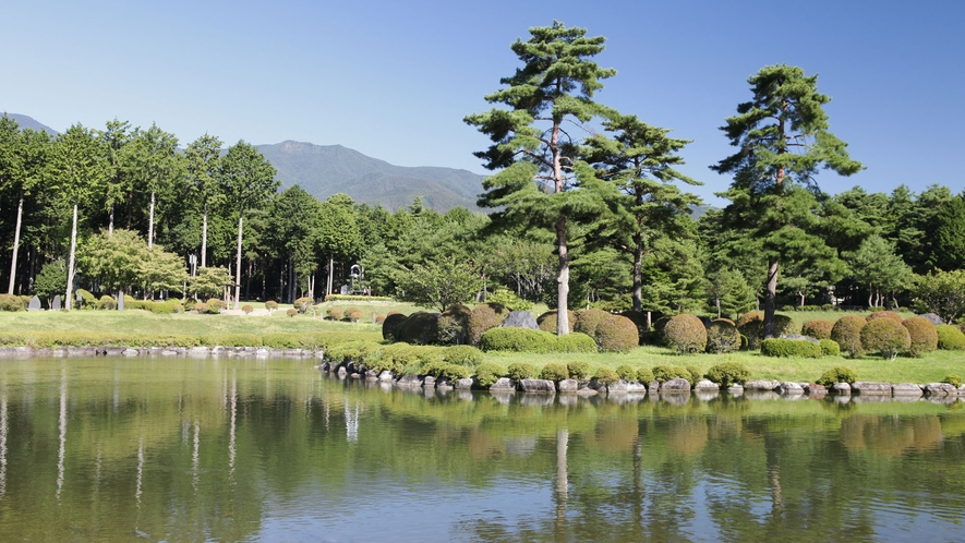 *大芝高原内施設《大芝公園》/湖の周りには自然豊かな広場がありのんびり過ごせます。