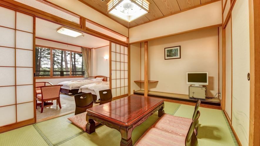 **本館和洋室(一例)6畳の和室にツインベッドルーム。5名様まで宿泊可能。