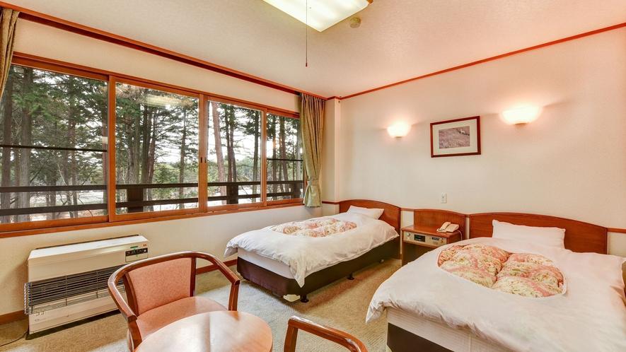 **本館和洋室(一例)5名様までご利用可能な広々としたお部屋です。