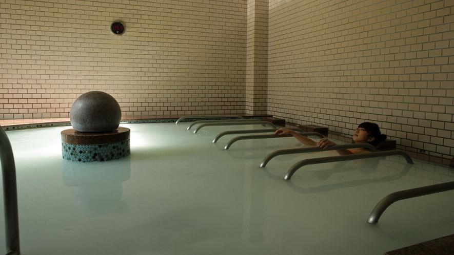 *日帰り入浴施設《大芝の湯》/源泉ミルキーバスも人気のお風呂のひとつ。