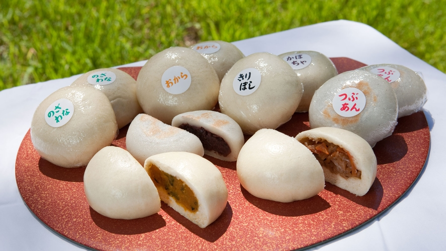 *大芝高原内施設《味工房》/地元の食材を使用した人気のおやき。