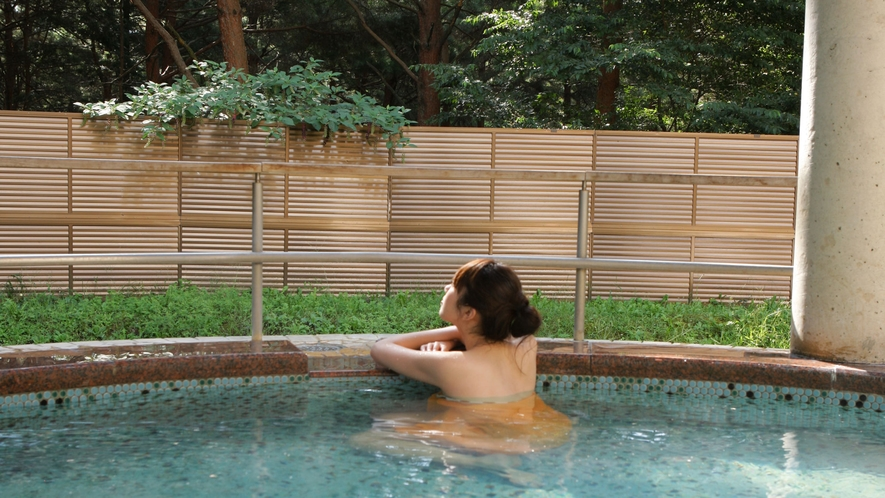 *日帰り入浴施設《大芝の湯》/森林浴をしながらとろみのある天然温泉を堪能!