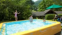 宿泊者限定!夏場はこどもプールも楽しめます。