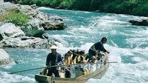 水量が多く、迫力ある舟下りがお楽しみいただける時は、3キロコースの長瀞ラインくだり
