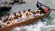 迫力ある舟下り、楽しみいただける時は、3キロコースのを約15〜20分ほどで下ります。長瀞ラインくだり