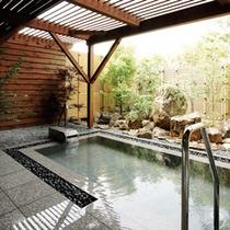 <大浴場-露天風呂>美肌の湯としても有名な白浜温泉のお湯を露天風呂でご堪能ください。