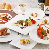 <夕食一例>地元食材や各国の旬の食材を使用したお料理をお召し上がりいただきます。