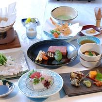 <会席コース一例>お部屋でゆったりお食事を。旬の食材を使用した会席をお楽しみください。
